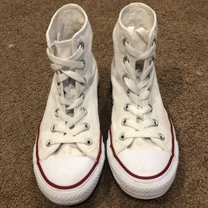 White high top converse! ⭐️